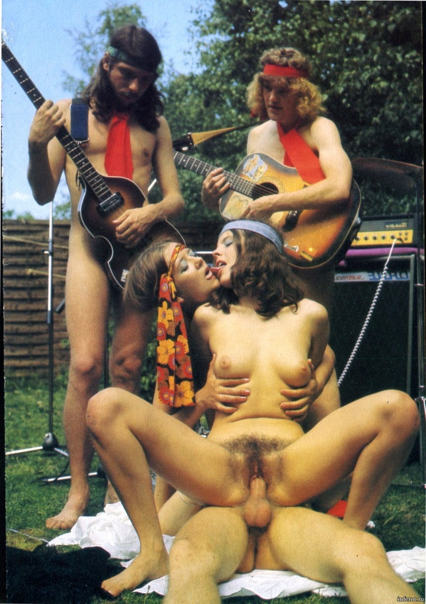 Девушки хиппи голые