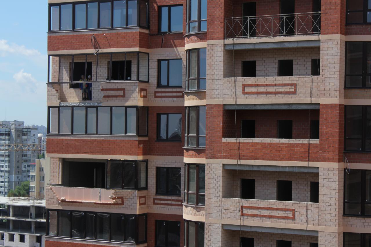 Кирпичное ограждение балконов..