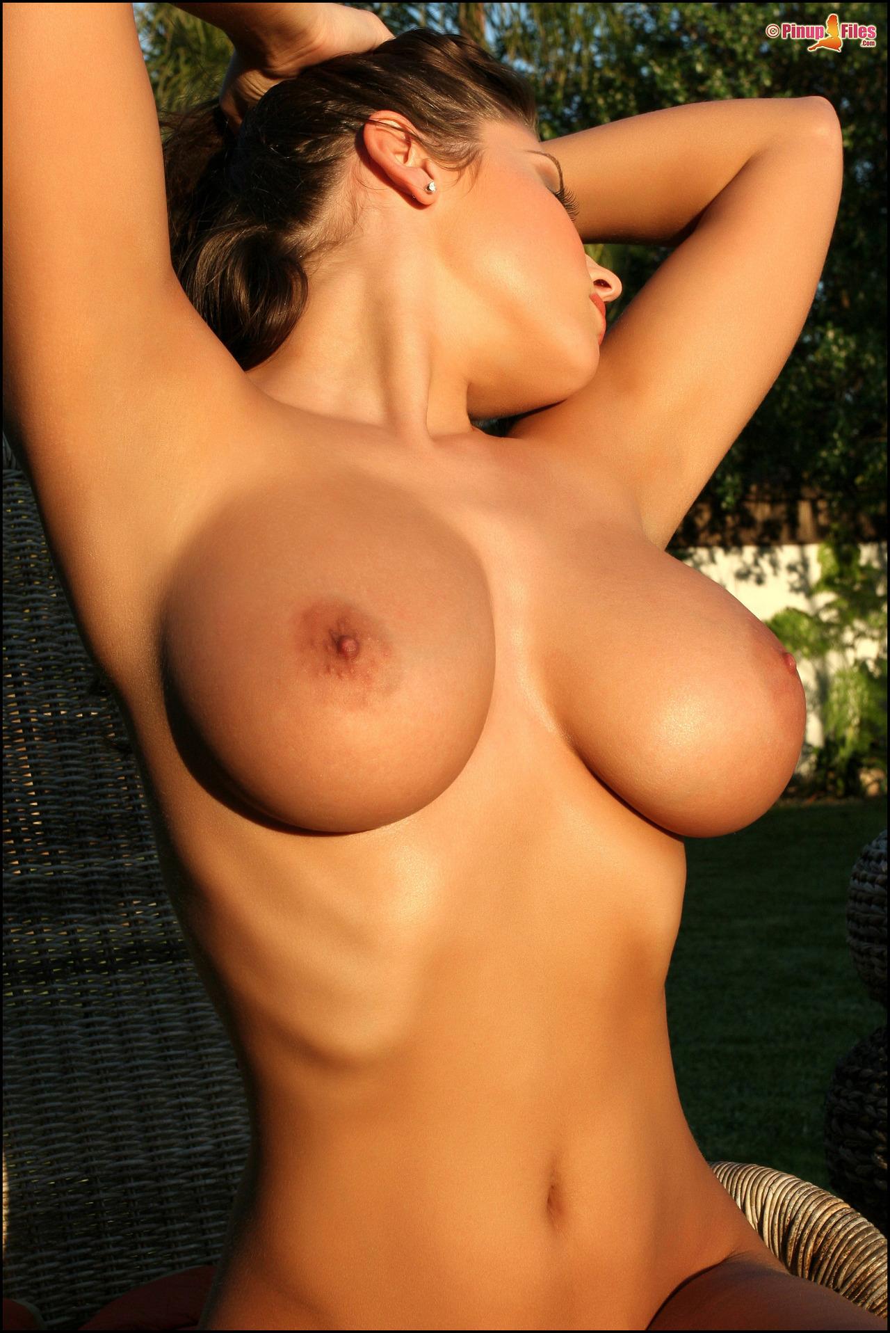 golie-siski-foto-besplatno