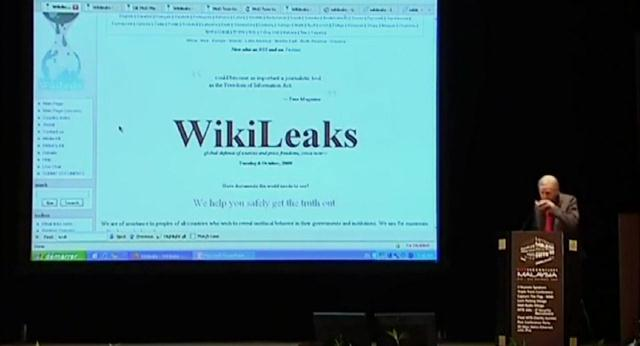 Мы крадем секреты: История WikiLeaks / We Steal Secrets: The Story of WikiLeaks (2013) HDRip [EN]