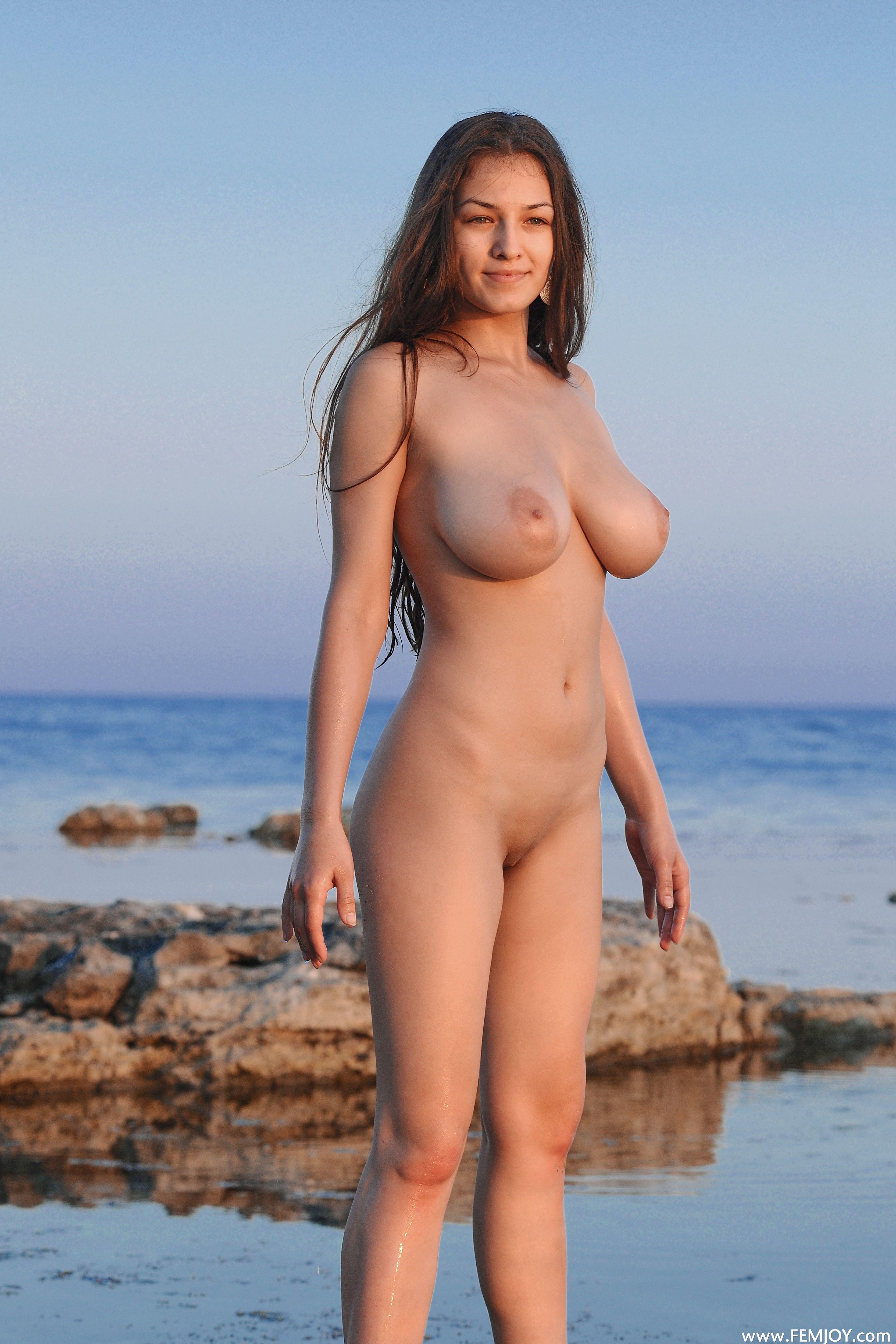нудистки большая грудь