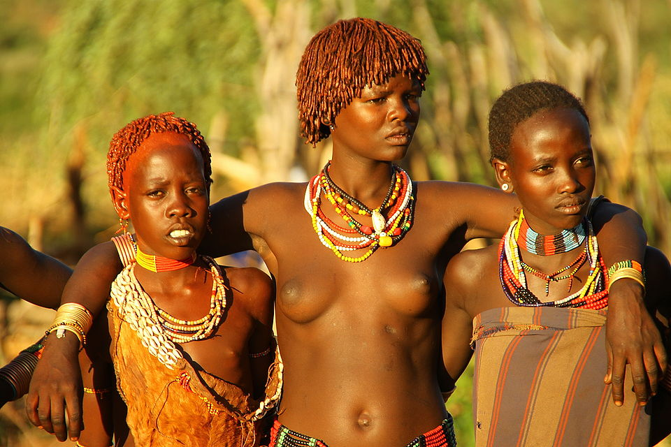 смотреть видео девушки с африканских племен тан