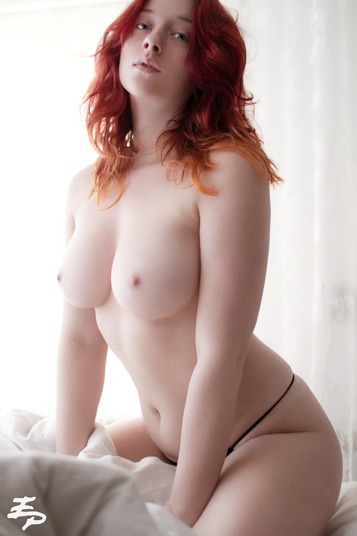 Plump redhead hurt pussy