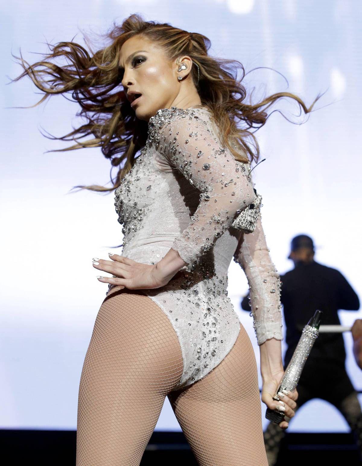Jennifer-Lopez-KTUphoria-12.jpg