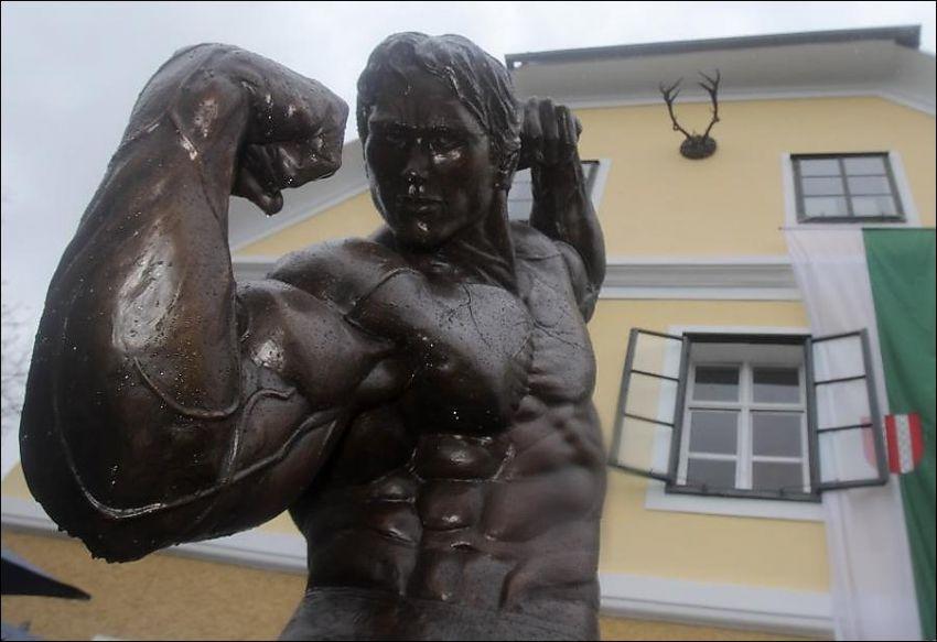 Статуя Арнольда Шварценеггера