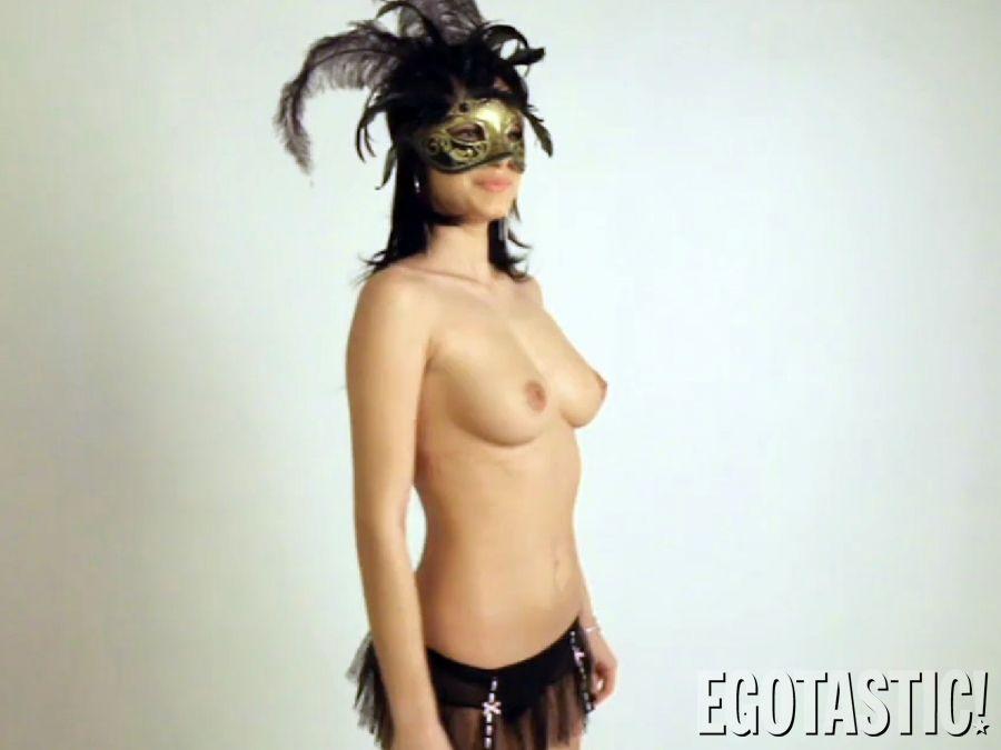 Elena-Alexandra-Apostoleanu-Topless-in-Making-of-Inna-03-900x675.jpg