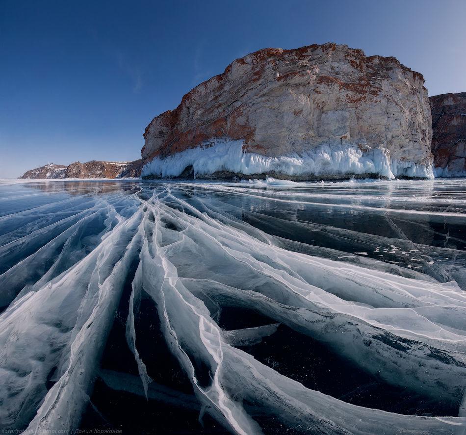 Трещины на льду 1