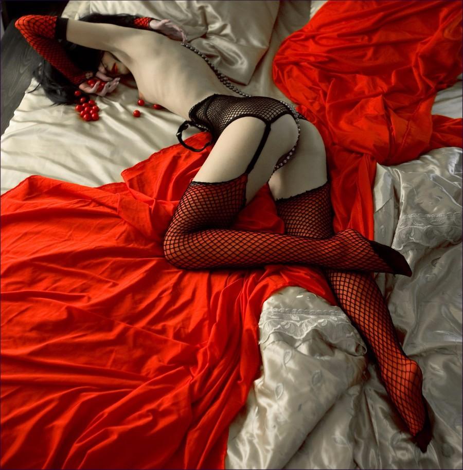 Красная простыня