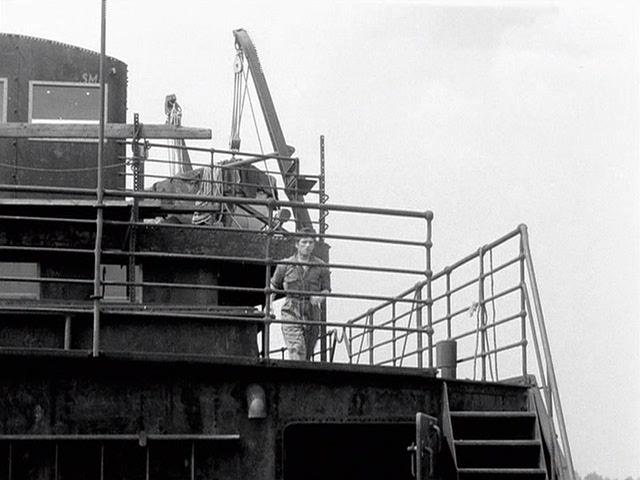 Meeuwen.sterven.in.de.haven.1955.dvdrip_[1.46][(098785)22-31-33].PNG