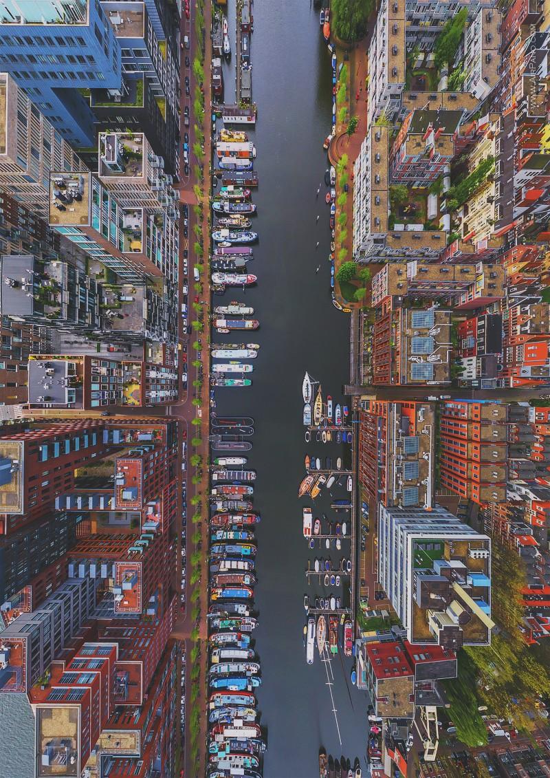Красивый вид на городской канал