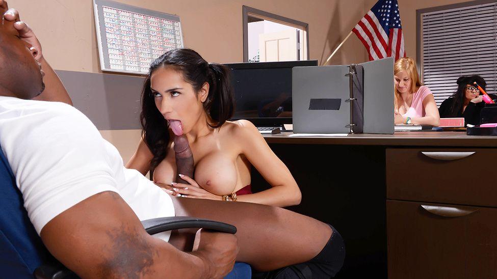 Tia Cyrus / My Phys Ed Teacher Fucked My Tits (2015)