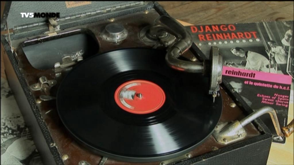 2010 Django Reinhardt - Trois Doigts De Génie [DVB] 5