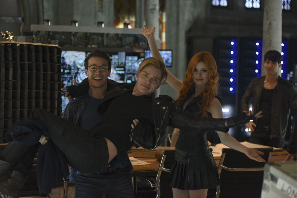 1x02-The-Descent-Into-Hell-Is-Easy-BTS-shadowhunters-tv-show-39168523-1000-667.jpg