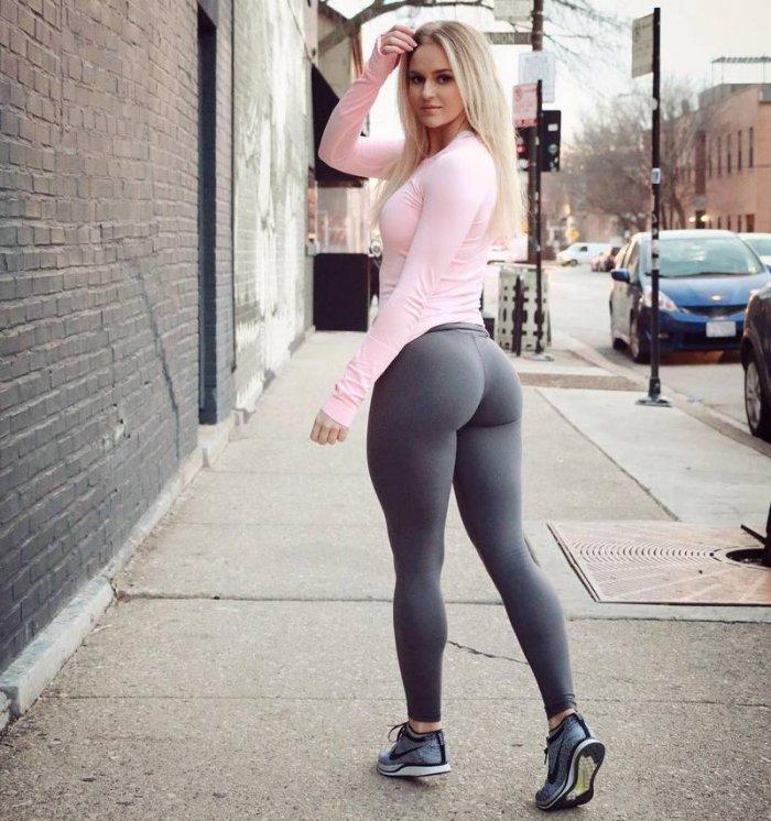 Подборка спортивных девушек в обтягивающих штанишках 1
