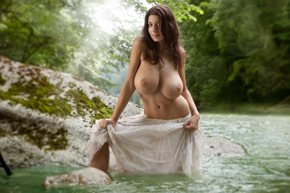 Видео приколы про девушек голышом и засветами такого