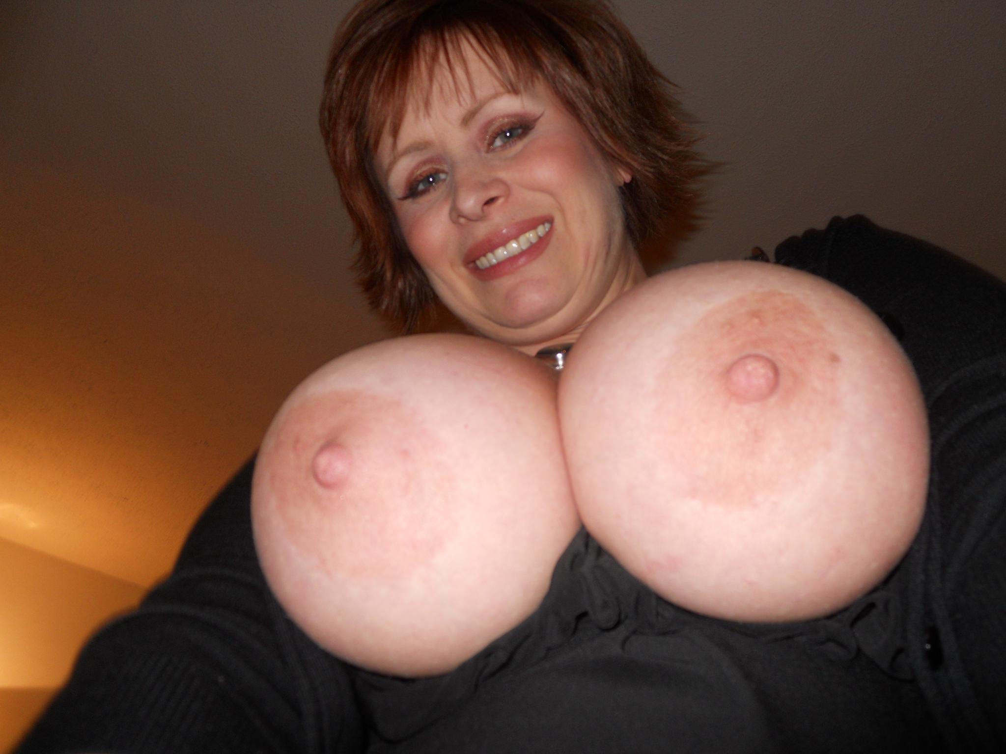 Фото огромные зрелые дойки, Огромные дойки зрелой тетки (фото) 24 фотография