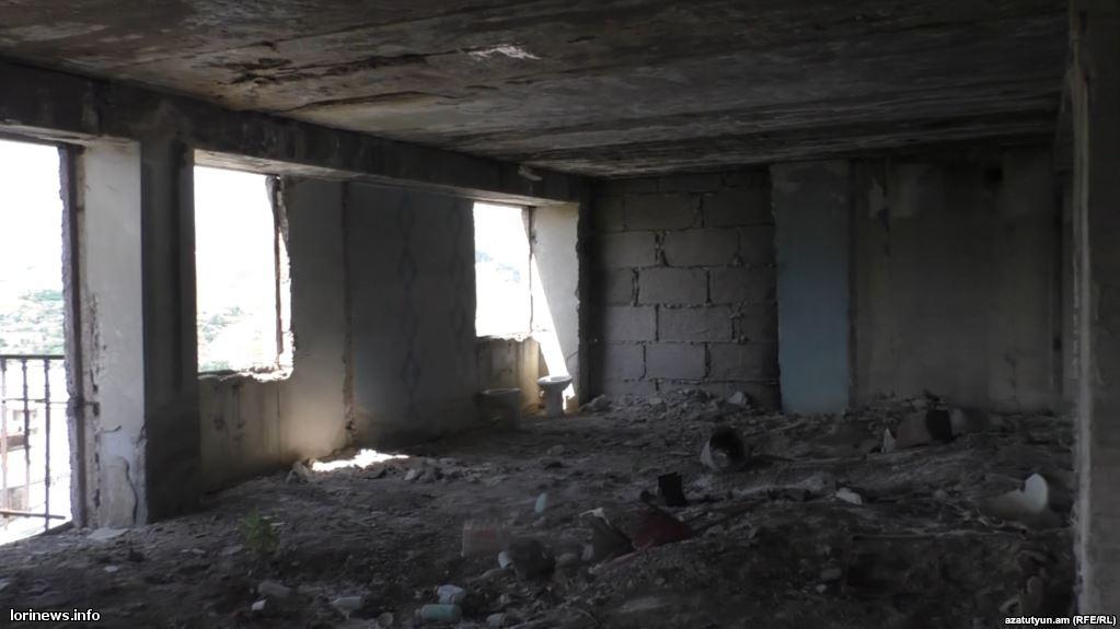 Վանաձորի վթարային շենքերն ամրացնելու միջոցներ չկան, բնակիչները լքում են իրենց կացարանները