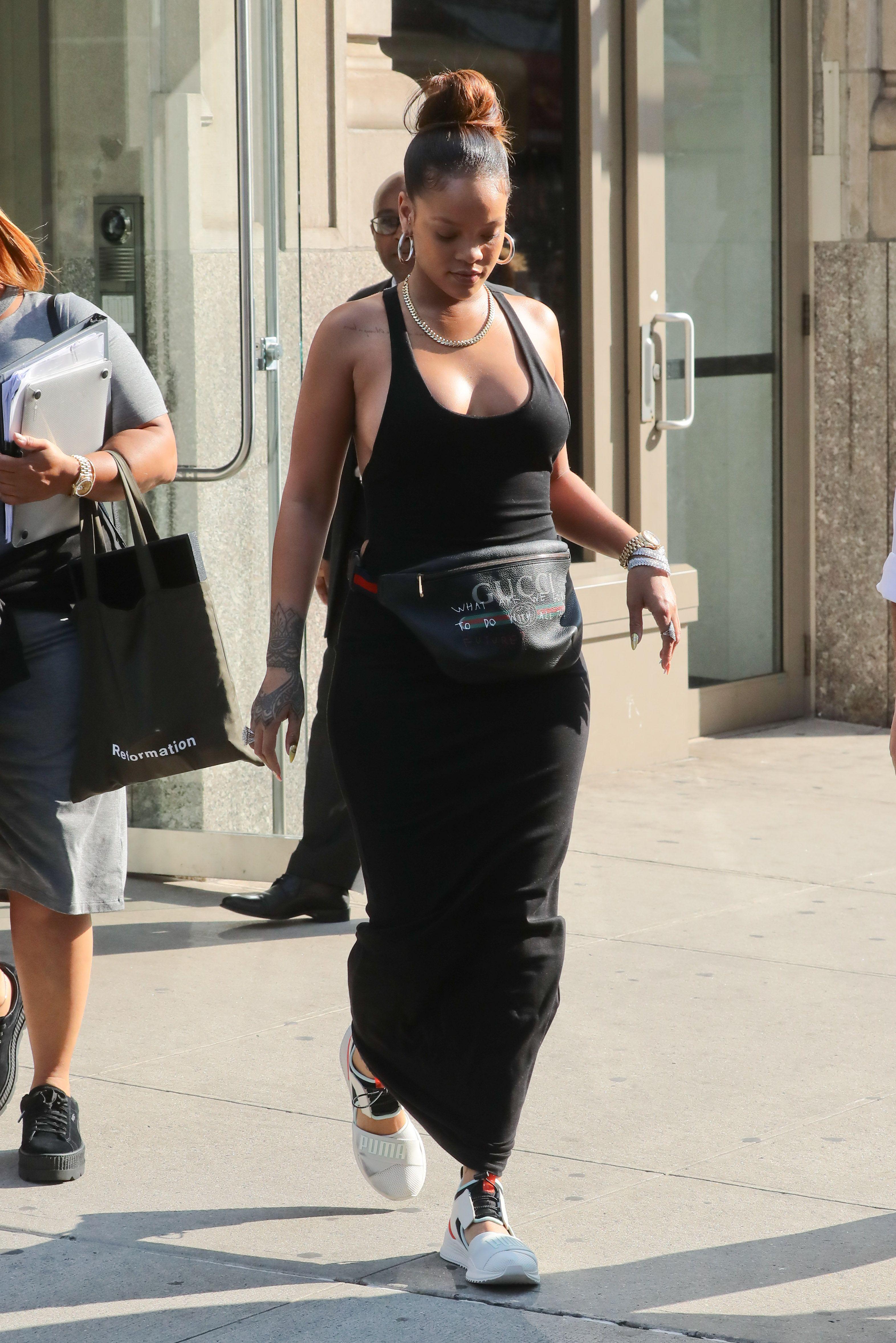 Rihanna-Braless-11-thefappeningblog.com_.jpg