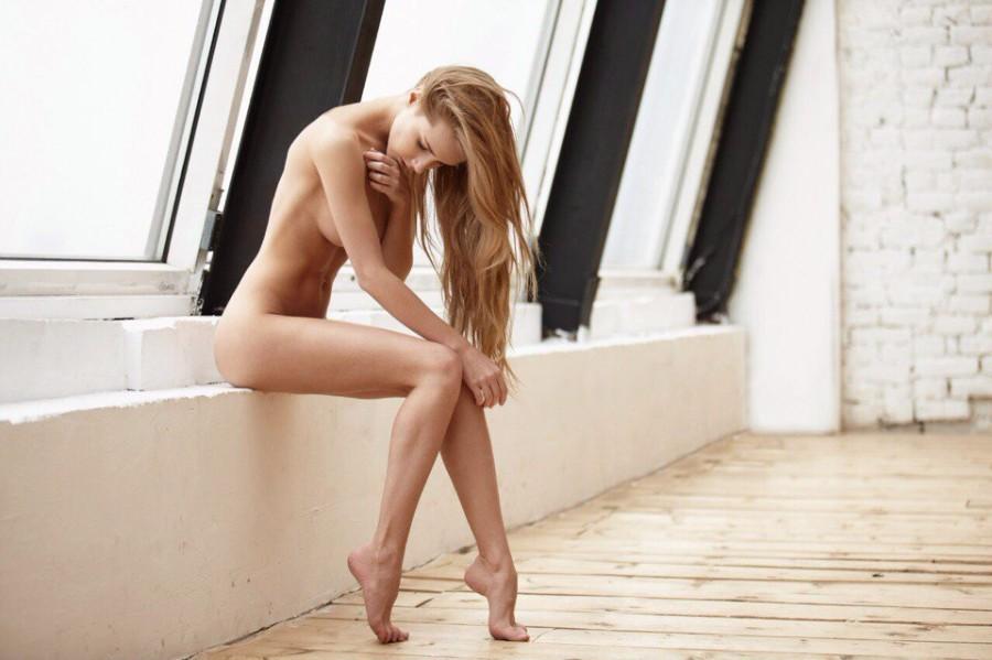 Стройные голые ножки