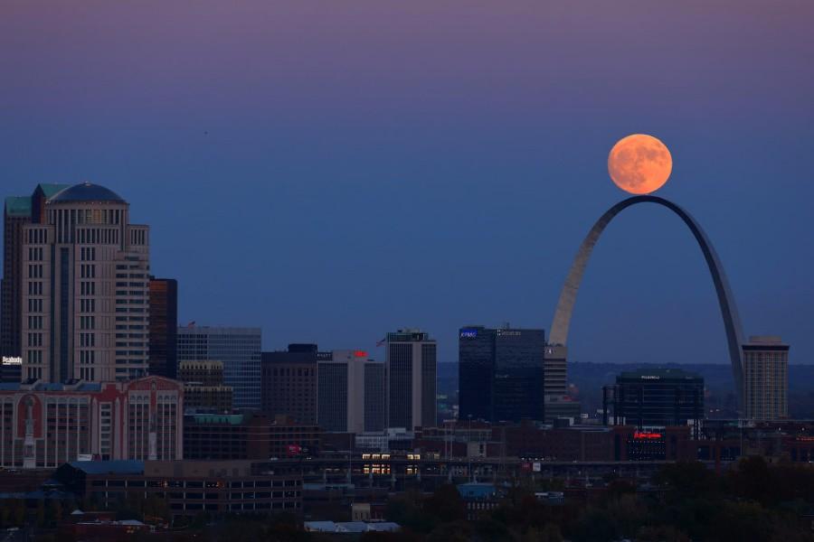 Луна на арке