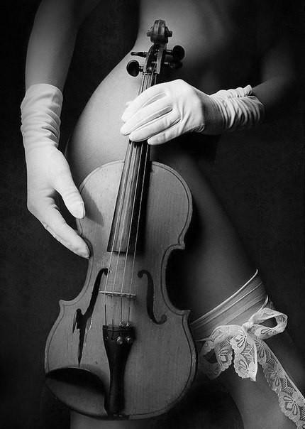Девушки с инструментом