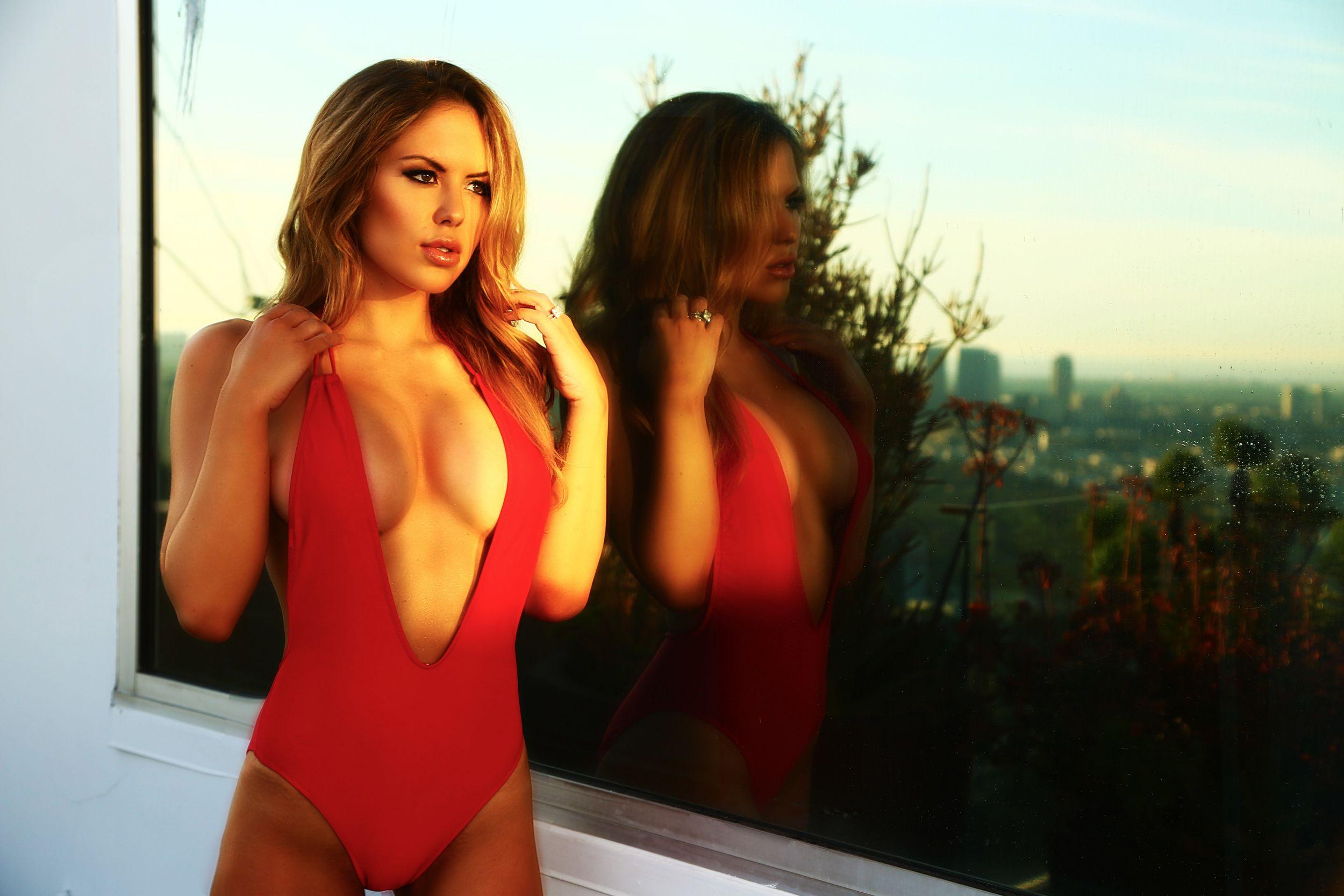 Brittney-Palmer-Sexy-1.jpg