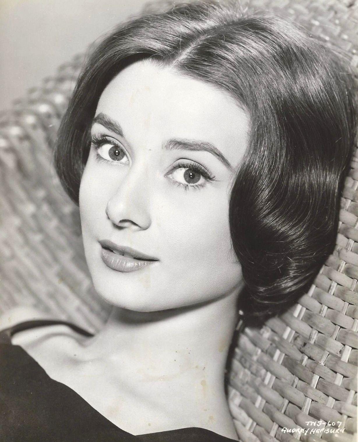 Audrey Hepburn 2.jpg