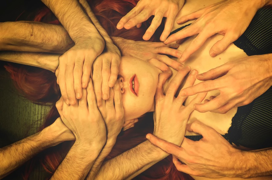 Множество рук