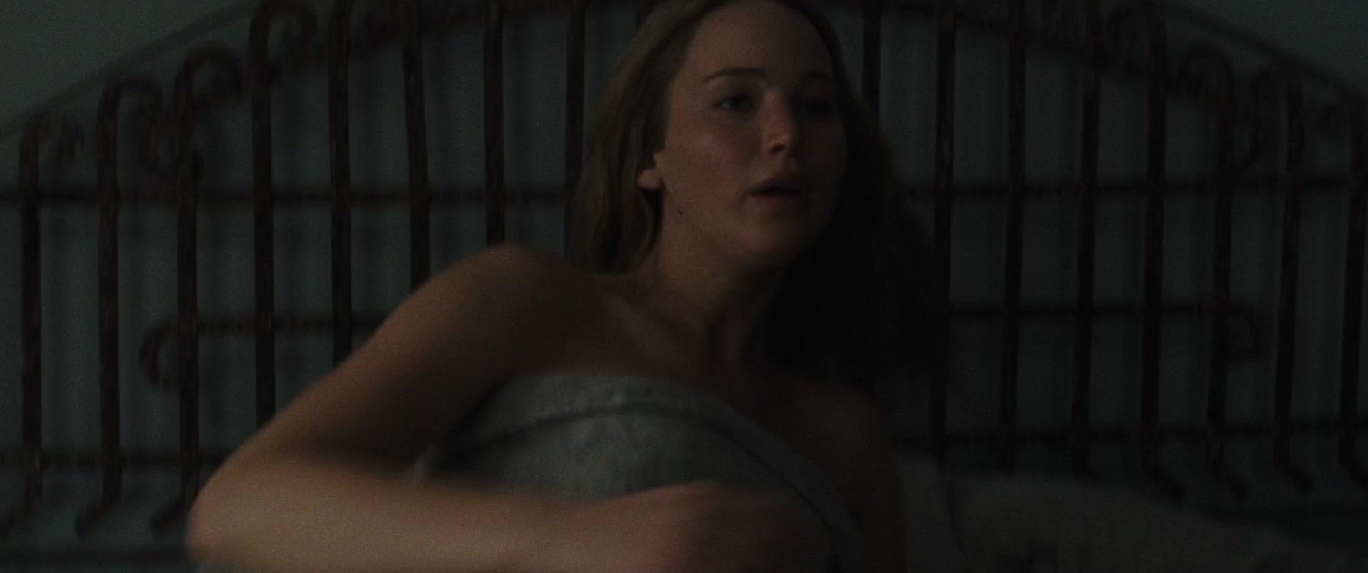 Jennifer-Lawrence-Michelle-Pfeiffer-Mother-31-thefappeningblog.com_.jpg