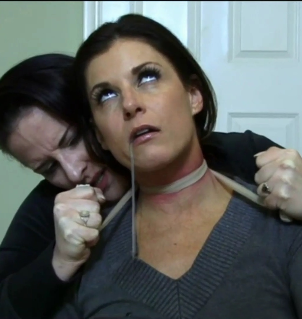 [Psycho-ThrillersFilms.com / Psycho-Thrillers.com] India Summer, Caroline Pierce - Mommy Dearest [2012 г., Incest, MILF, Snuff, Mom, Mother, Son, Taboo, Lesbian, Smothering, Strangle, 1080p, HDRip]