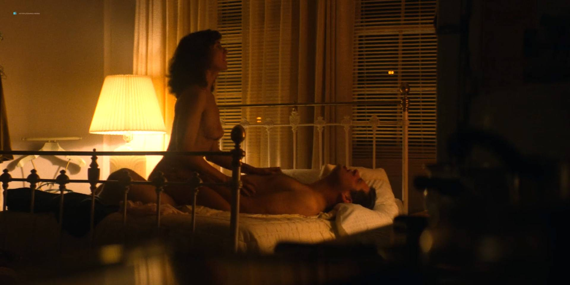 Alison-Brie-nude-topless-and-sex-Glow-2017-s1e1-HD-1080p-0014.jpg