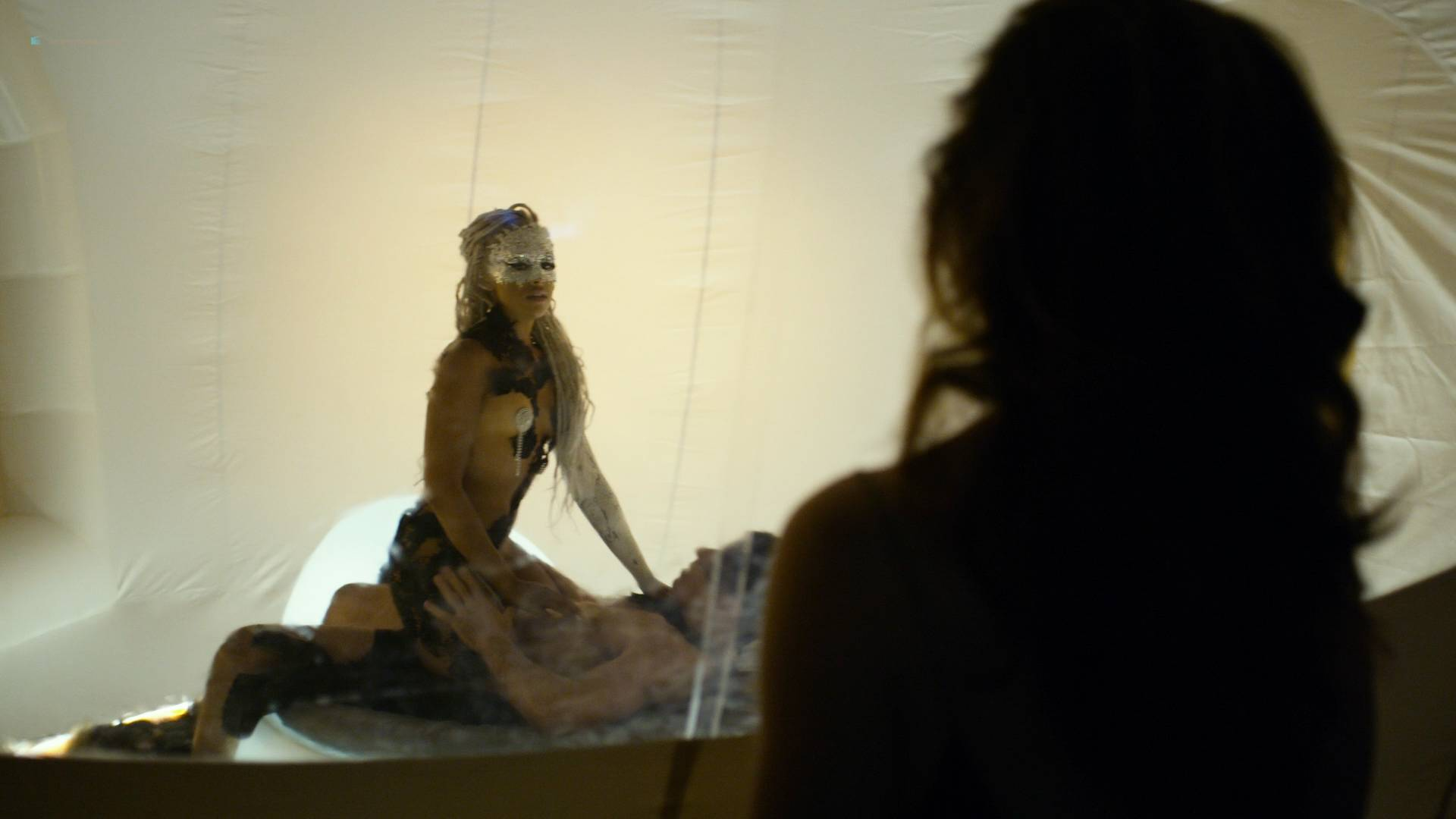 Essie-Davis-topless-Anna-Paquin-Rachelle-Lefevre-Juno-Temple-hot-and-sexy-P.K.D-Electric-Dreams-2017-s1e5-6-8-HD-1080p-008.jpg