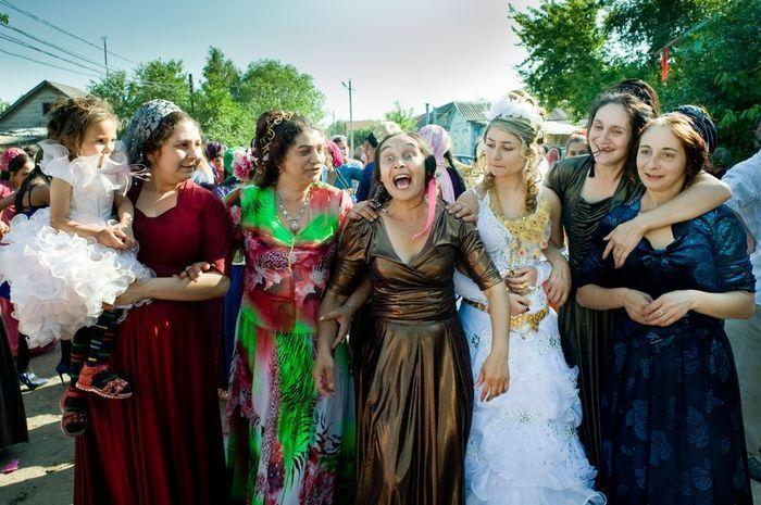 Цыганские свадьба и похороны: кич, блеск и страсти