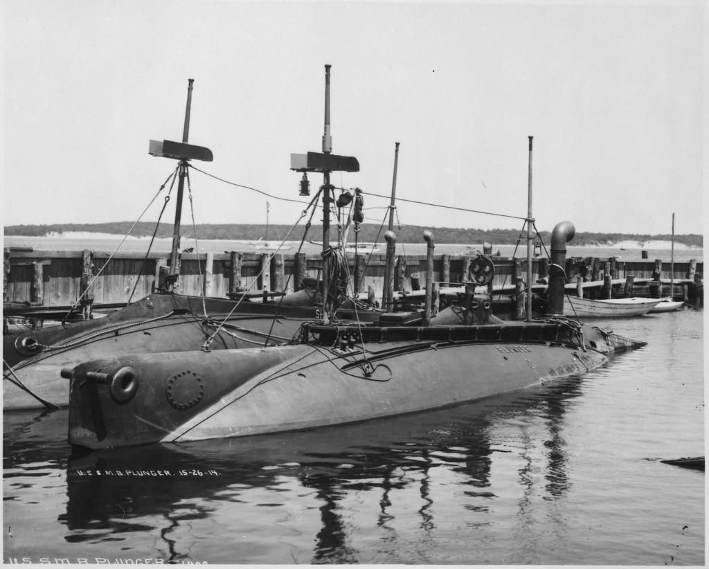 Plunger_(SS2),_renamed_A1._Port_bow,_moored_beside_the_Shark_(SS8),_1902_-_NARA_-_512925 (1).jpg