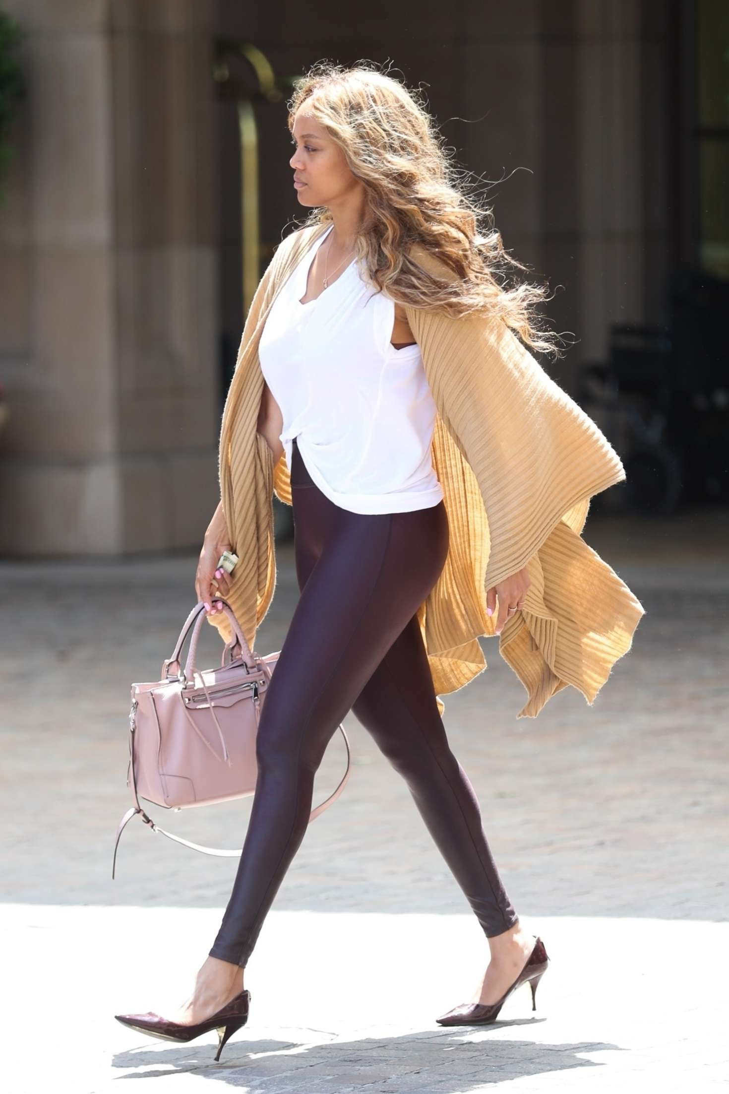 Tyra-Banks_-Grabs-Some-Lunch-at-Montage--02.jpg