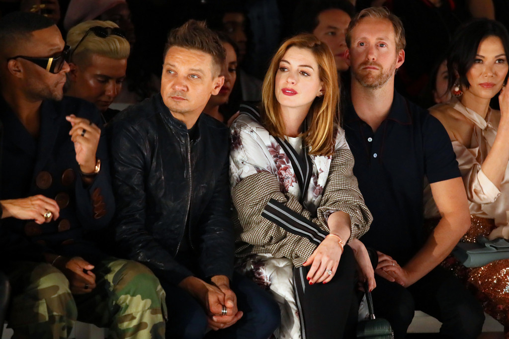 Jeremy+Renner+Bosideng+Front+Row+September+xDErWmgl29Vx.jpg