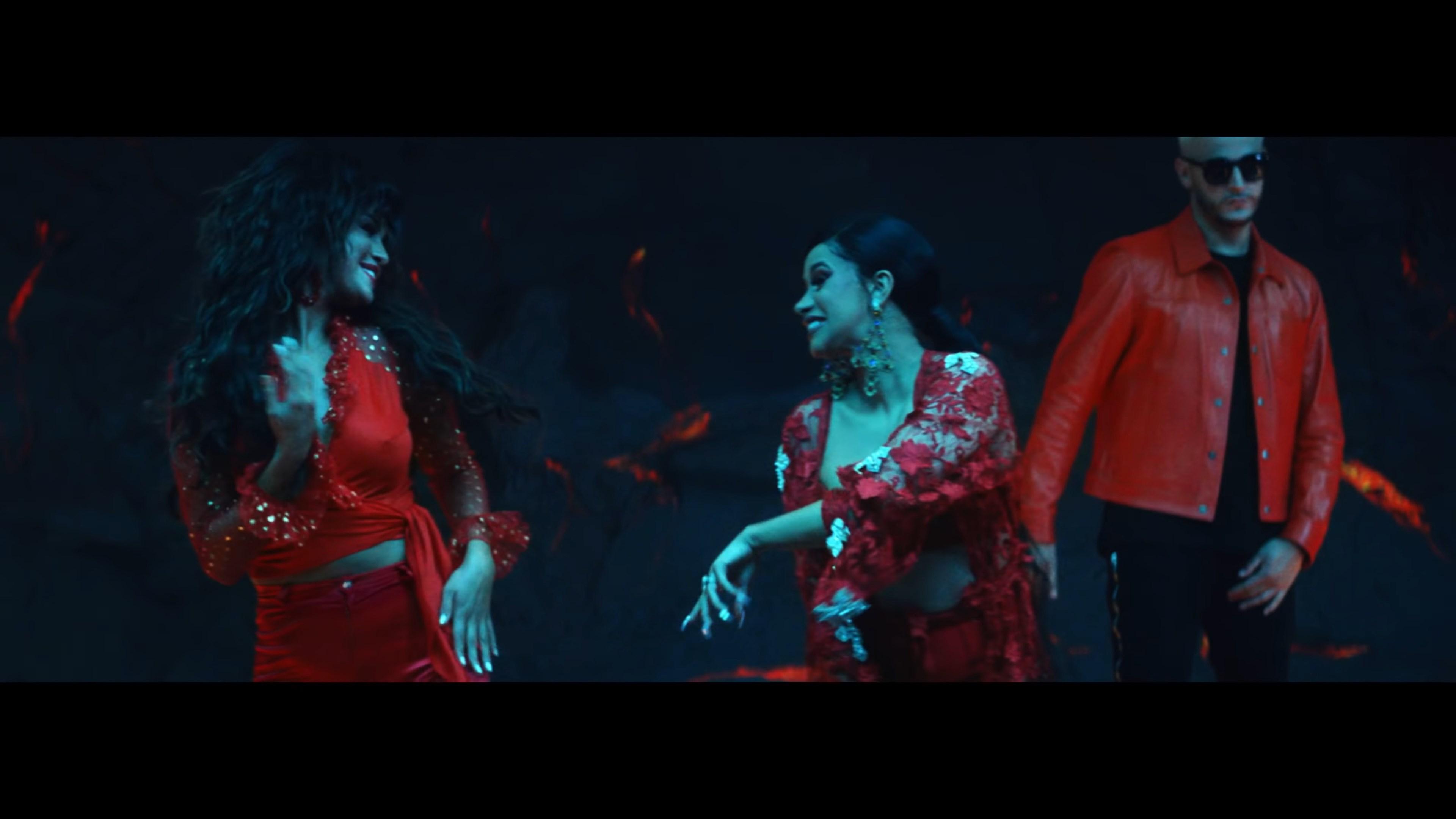 DJ Snake - Taki Taki ft. Selena Gomez, Ozuna, Cardi B.webm_snapshot_03.19_[2018.10.10_14.38.17].jpg