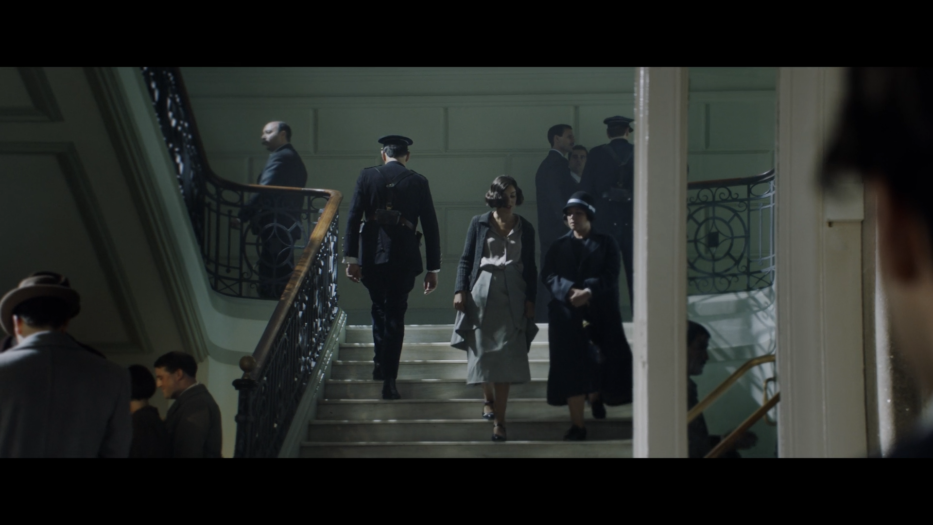 Тень закона / La sombra de la ley / Gun City (2018/WEB-DL) 1080p