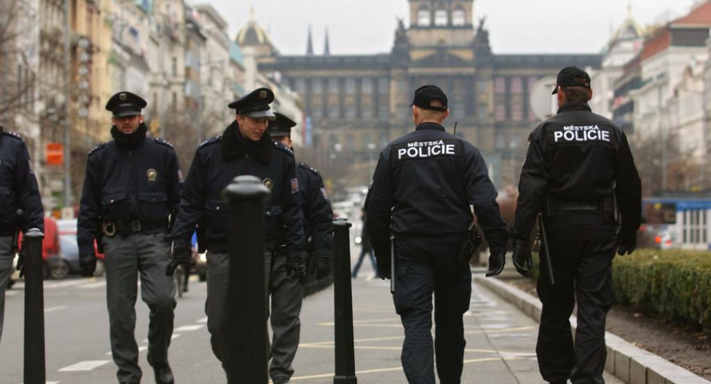 Policie v ČR zadržela mezinárodně hledaného cizince a hlavu zločinecké skupiny