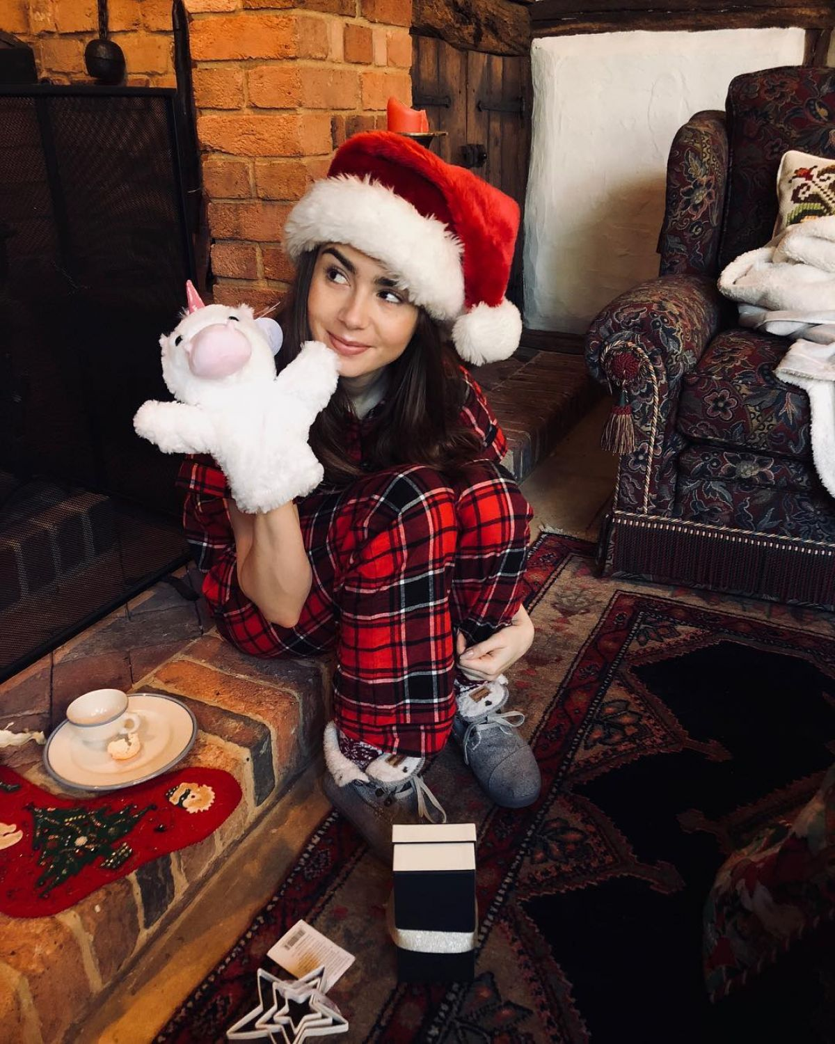 lily-collins-christmas-instagram-pictures-1.jpg