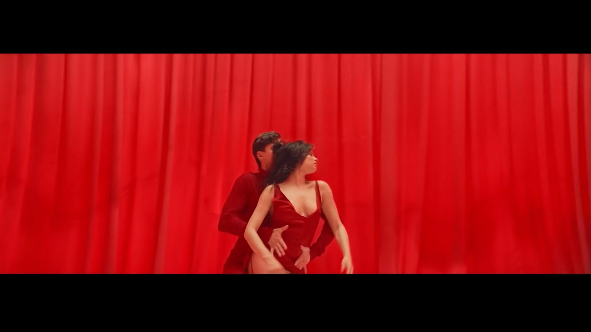 Michelle Andrade - Hasta La Vista - YouTube_3.MKV_snapshot_00.10_[2019.01.09_19.54.03].jpg