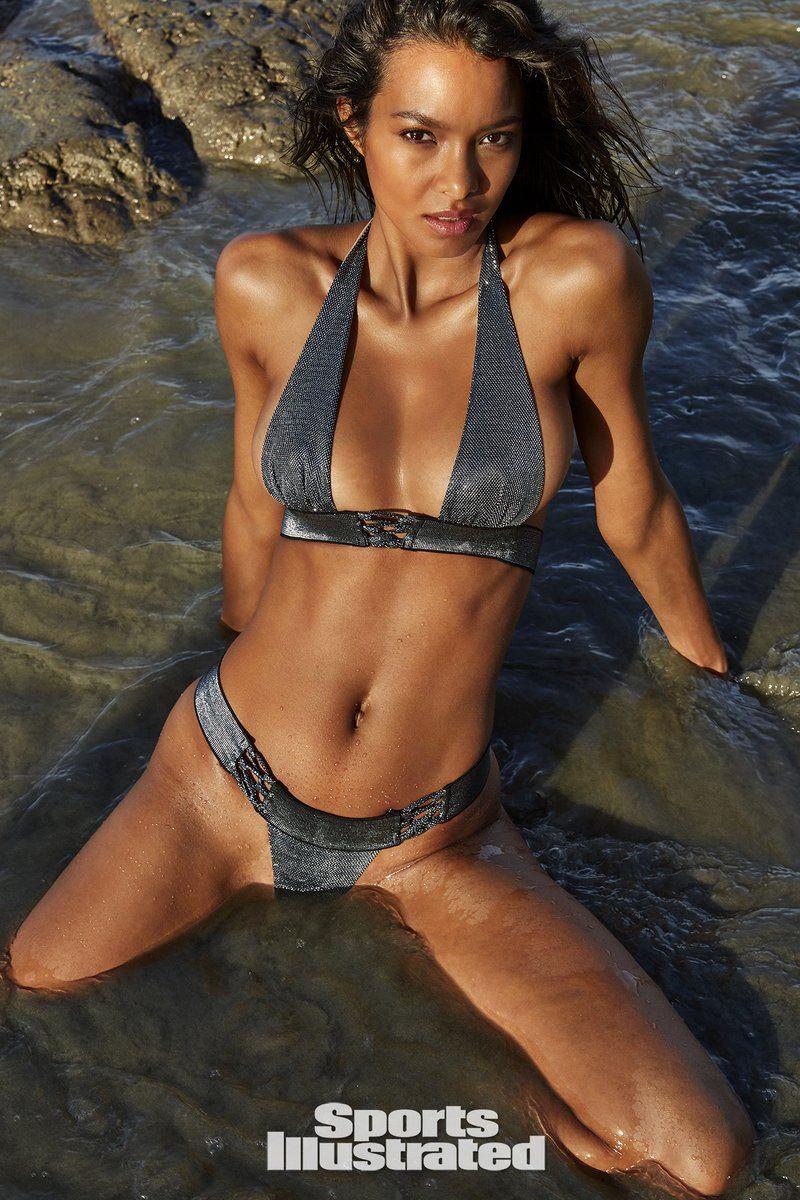 0409085859768_12_Lais-Ribeiro-Nude-Sexy-TheFappeningBlog.com-13.jpg