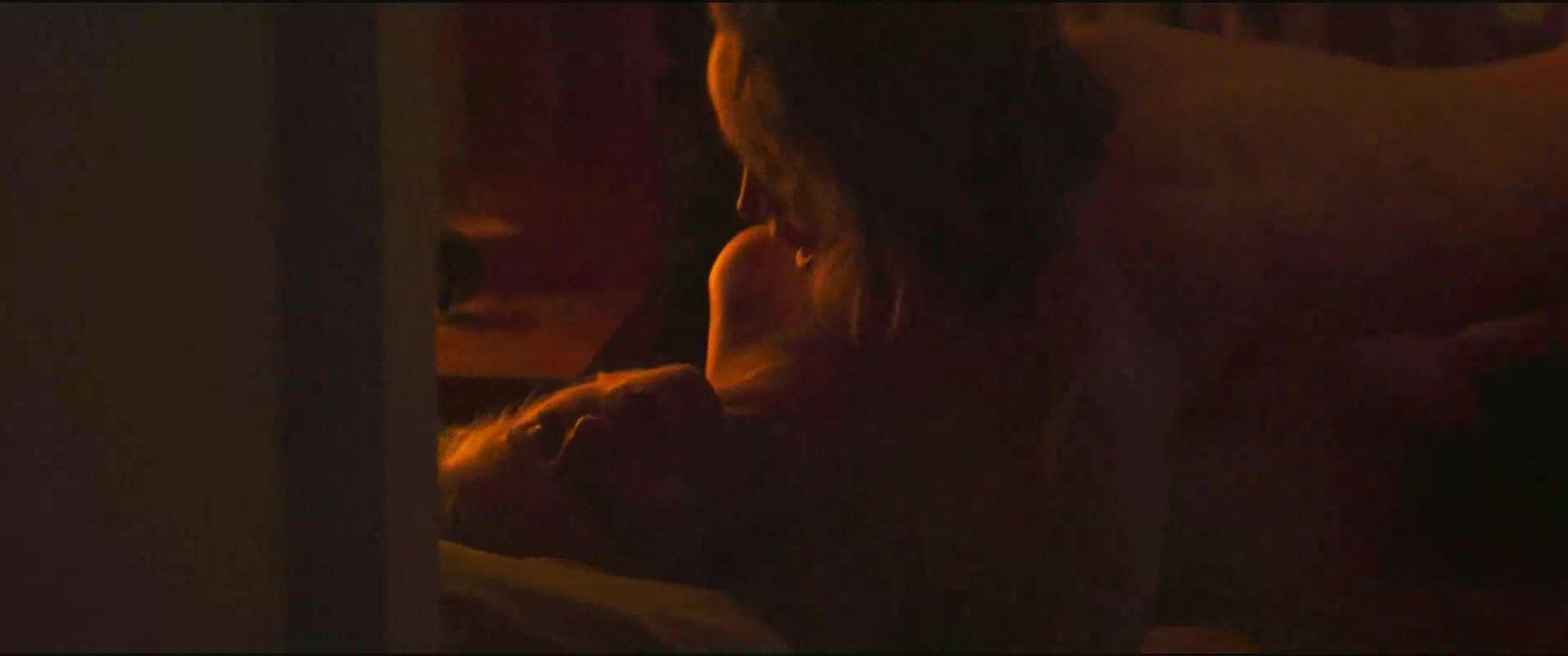 0418173952100_37_Kate-Mara-Ellen-Page-Nude-TheFappeningBlog.com-17.jpg
