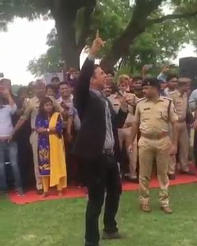 z_2017 - Toilet Ek Prem Katha - Akshay Kumar Live Singing.mp48272.jpg
