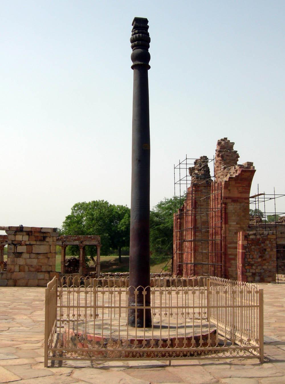 железная колонна