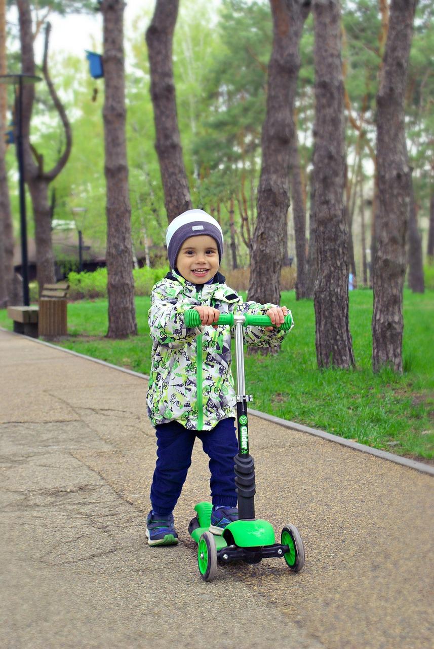 Самокат — это вид транспорта, который нравится и взрослым, и детям. Сейчас выпускается масса моделей под любые задачи: прогулочные, спортивные, с усил