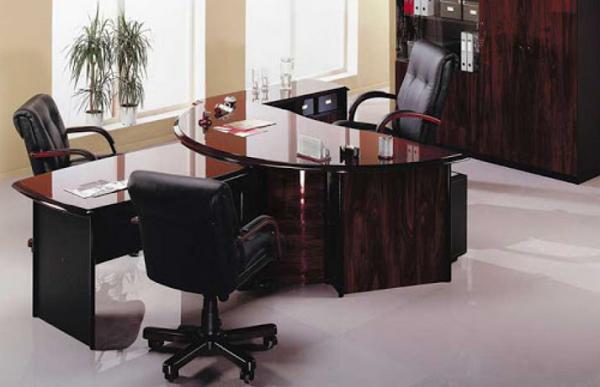 Кресло руководителя и подчиненных