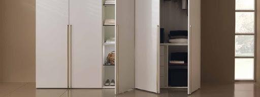 Конкурентные преимущества распашных шкафов на заказ