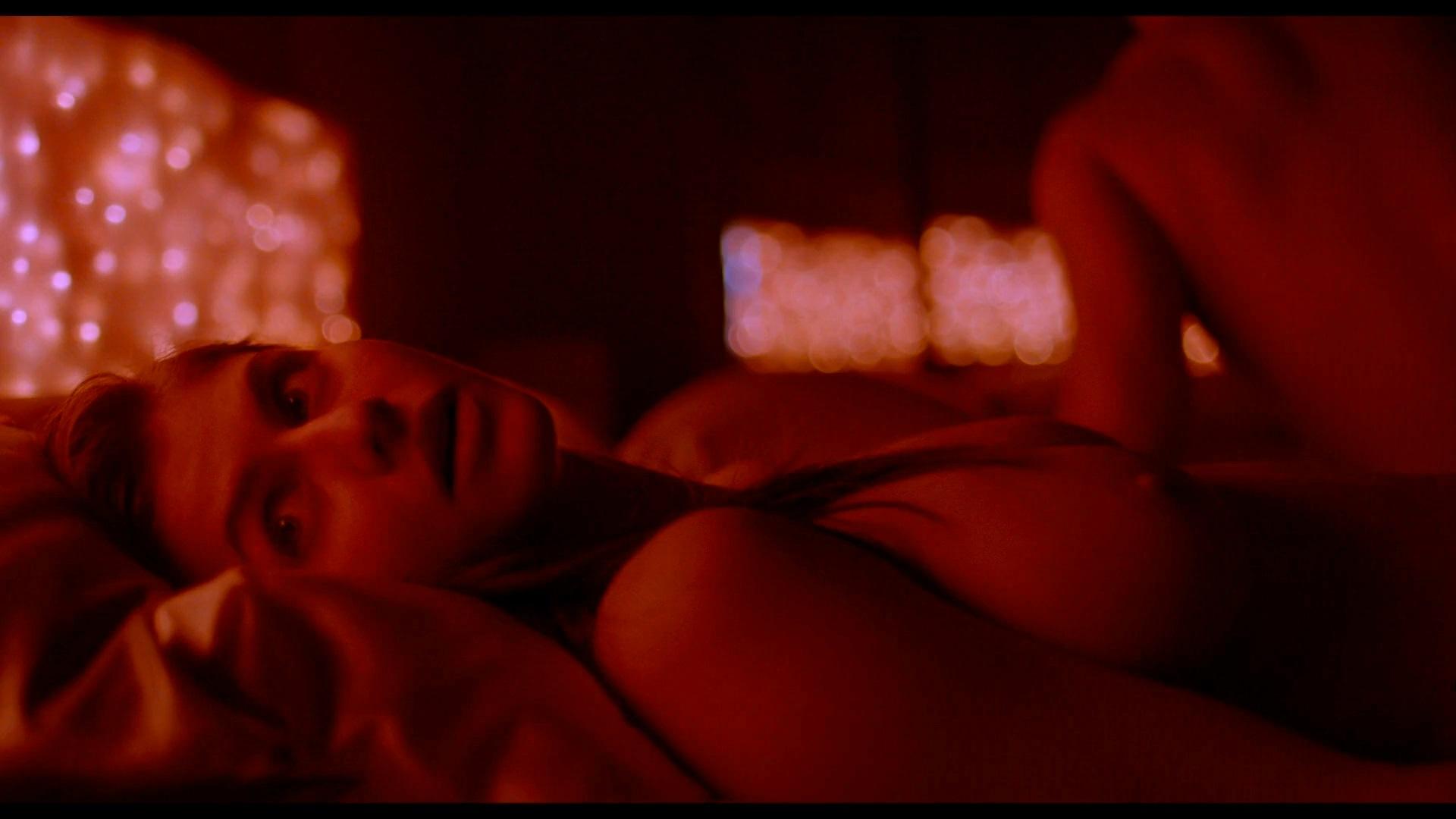 Alexandra Daddario - Lost Girls and Love Hotels (2020) 1080p WEBRip 3-0-00-06-604.jpg