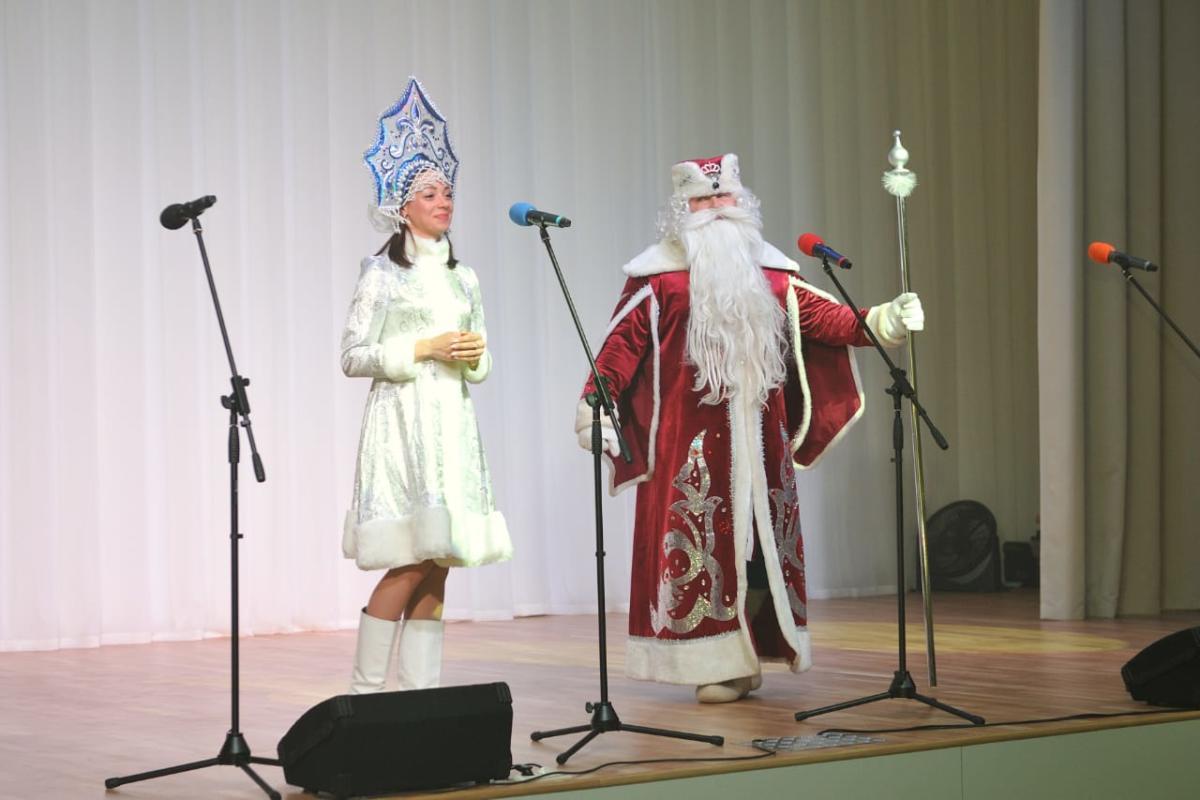 Где купить костюмы деда Мороза и Снегурочки